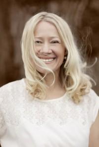 Camilla Davidsson porträtt i vinden